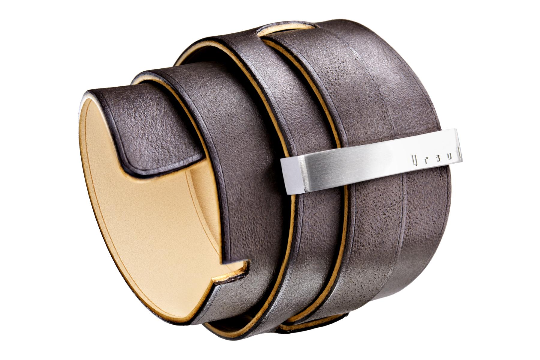 Packshot bracelet manchette en cuir et acier