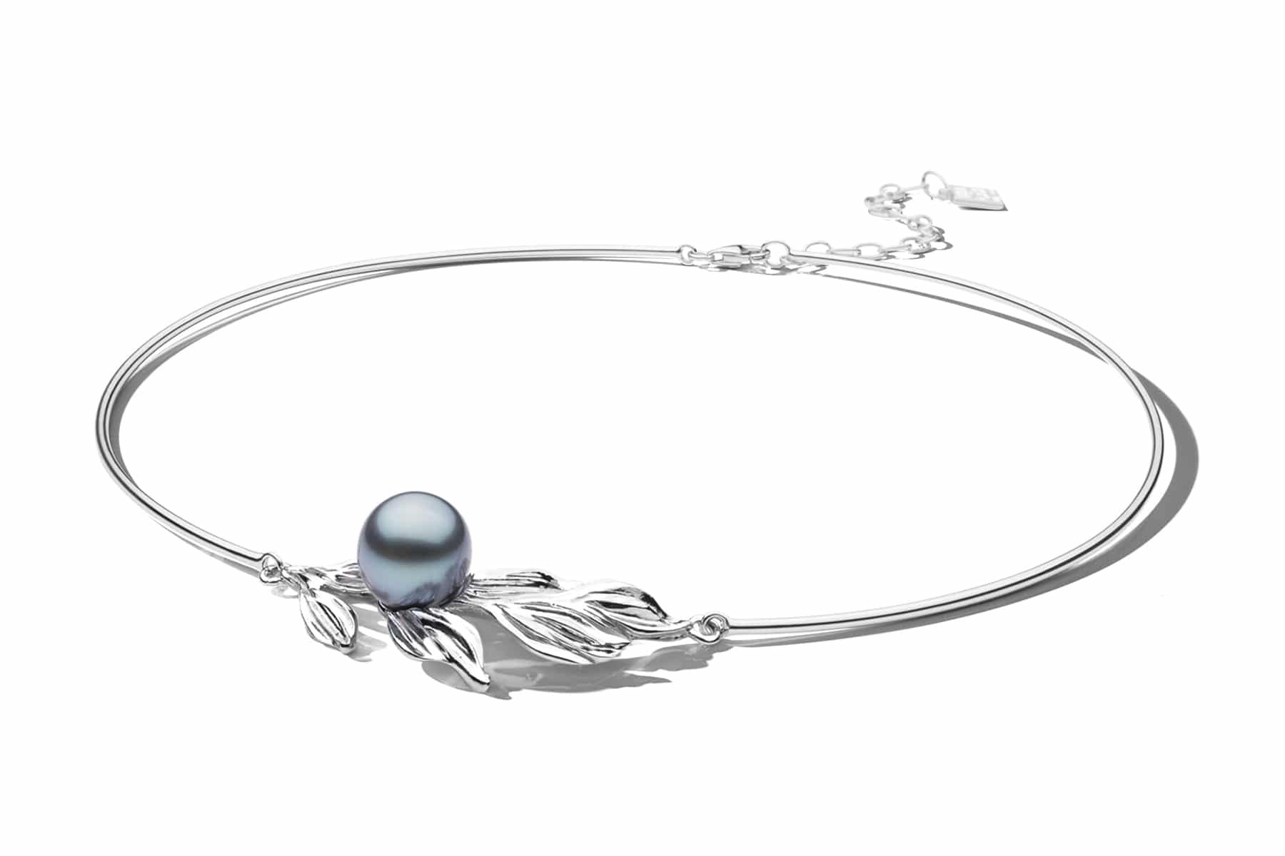 Packshot collier torque argent 925/1000 et perle de Tahiti