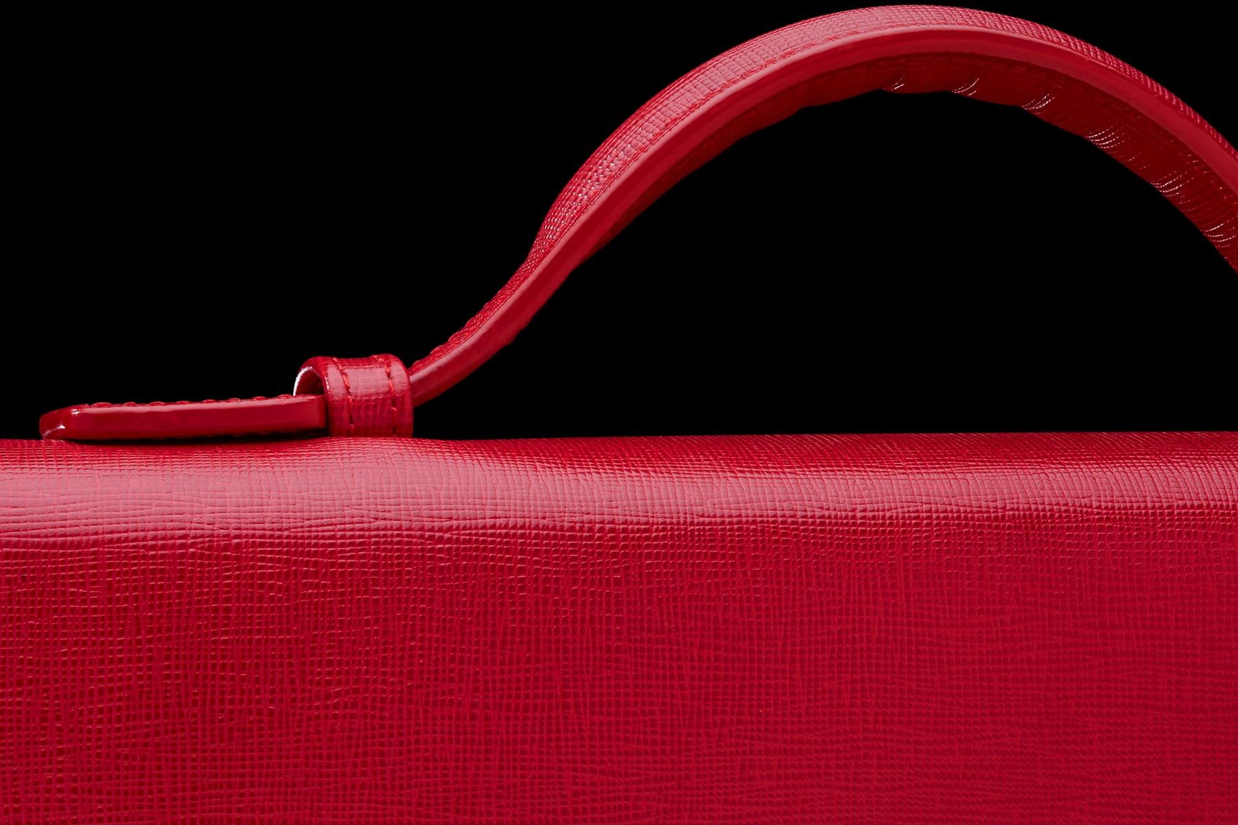 Packshot Maroquinerie cartable Le Tanneur détail anse