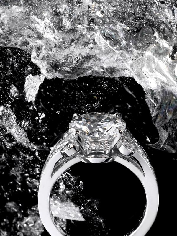 Photographe d'ambiance nature morte - Haute Joaillerie bague Cartier  - Digital Chic - © Crédit Photo Katel Riou pour Cartier - Tous droits réservés